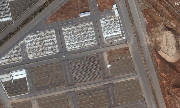 Iran mở rộng nghĩa trang với những ngôi mộ tập thể rất lớn - Ảnh 1.