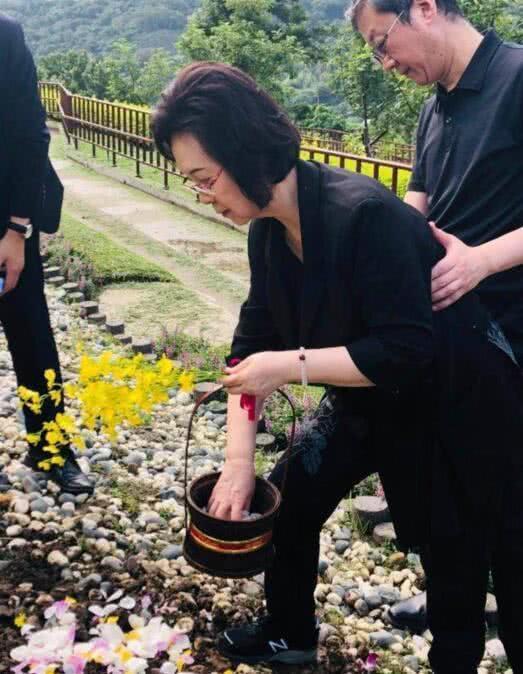 Quỳnh Dao chia tay mạng xã hội ở tuổi 82 - Ảnh 2.