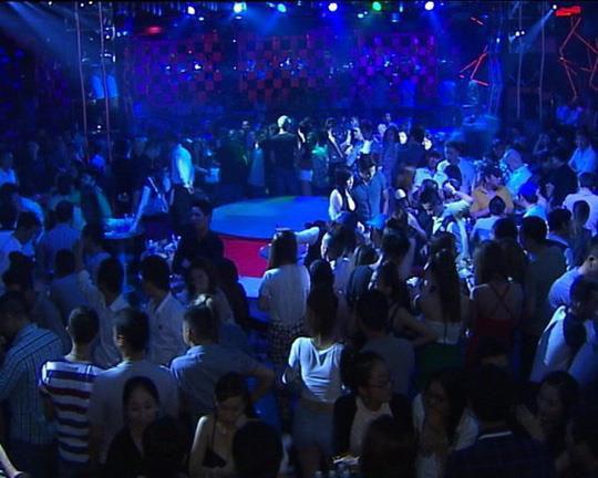 UBND TP HCM ra công khẩn, cho phép vũ trường, quán bar hoạt động trở lại từ 18 giờ hôm nay - Ảnh 1.