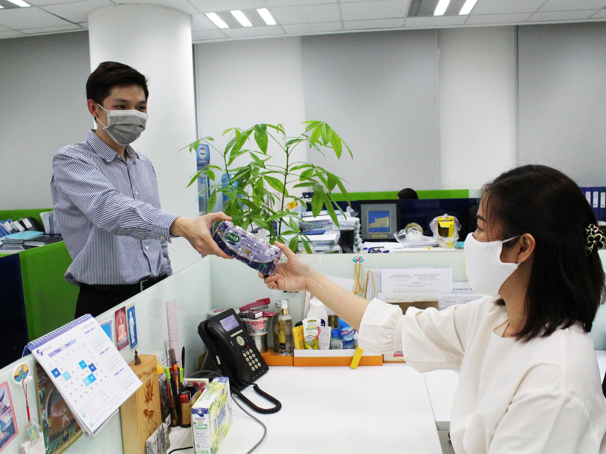 Doanh nghiệp nỗ lực bảo vệ sức khỏe người lao động trong mùa dịch ...