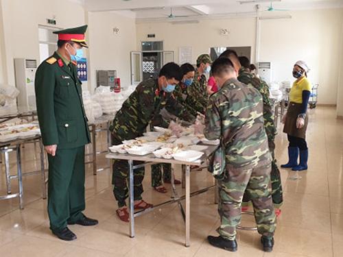Bên trong khu cách ly ở Hà Nội: 1 cán bộ phục vụ 20 người, suất ăn 57.000 đồng/ngày - Ảnh 3.