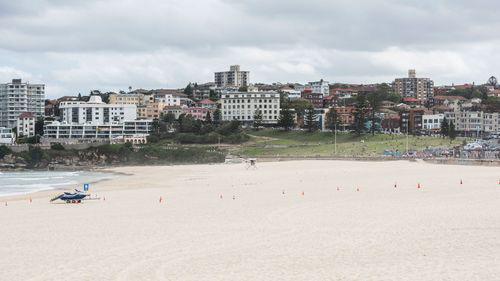 Covid-19: Bãi biển Úc kín người, cảnh sát phải ra tay giải tán - Ảnh 4.