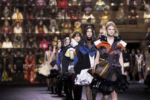 Ngành thời trang toàn cầu điêu đứng - Ảnh 1.