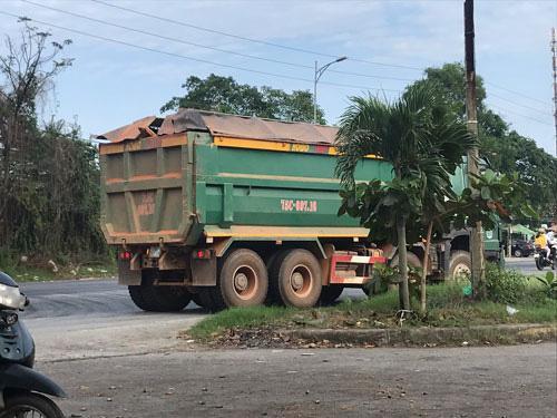 Từ điều tra của Báo Người Lao Động: Chủ tịch Thừa Thiên - Huế chỉ đạo nóng xử xe quá tải - Ảnh 1.