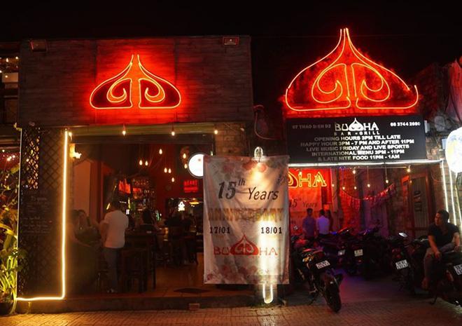 13 người mắc Covid-19 có liên quan đến ổ dịch quán bar Buddha - Ảnh 1.