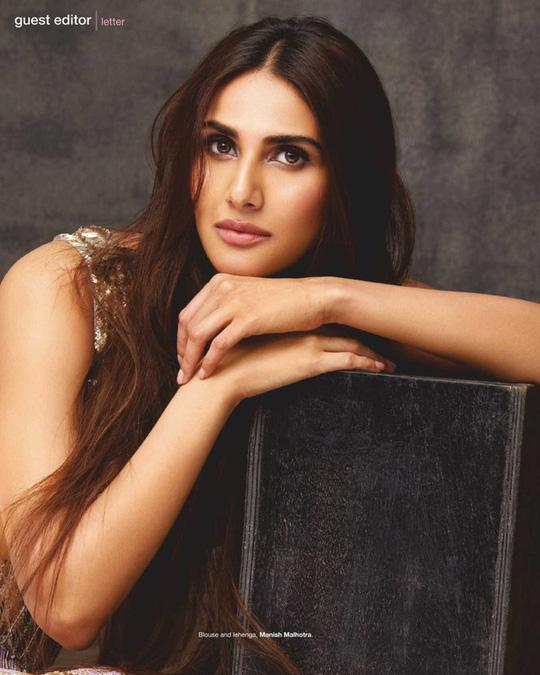 Mê mẩn ngắm mỹ nhân Ấn Độ nổi tiếng sở hữu vẻ đẹp siêu thực - Ảnh 3.