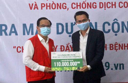 Tặng 1.000 bộ kềm cho y, bác sĩ chống dịch bệnh - Ảnh 1.