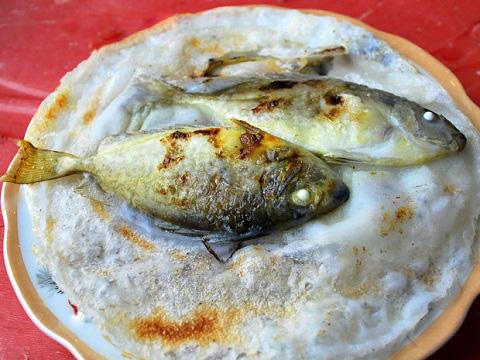 Mê đắm bánh khoái cá kình đầm Chuồn - Ảnh 1.