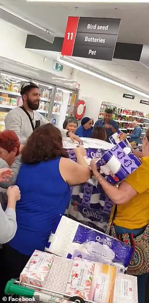 Covid-19: Cướp giấy vệ sinh trong siêu thị tại Úc - Ảnh 4.