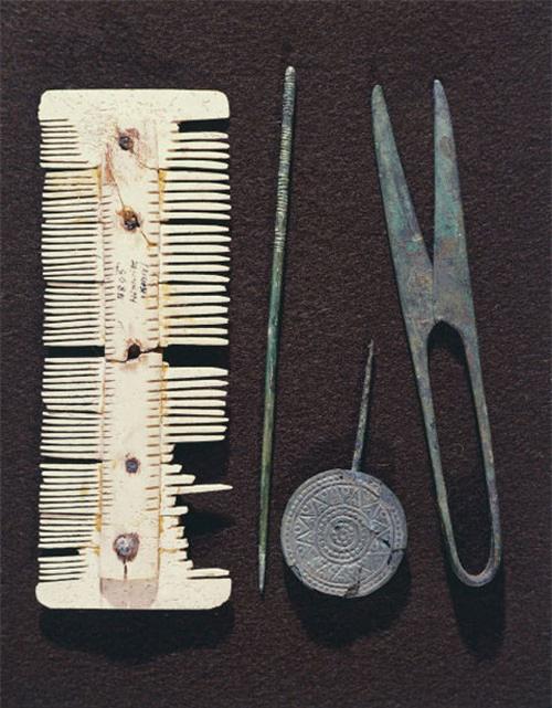Tròn mắt xem các dụng cụ làm đẹp tóc thời xưa - Ảnh 1.