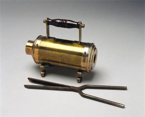 Tròn mắt xem các dụng cụ làm đẹp tóc thời xưa - Ảnh 7.