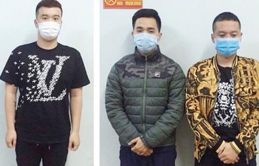 3 thanh niên bị khởi tố vì tụ tập ăn uống, hò hát, đấm công an - Ảnh 1.