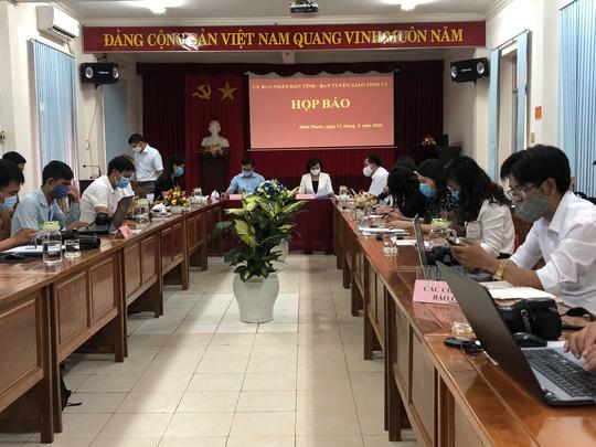 Tỉnh ủy Bình Phước họp báo khẩn vụ Phó Chủ tịch HĐND huyện chống đối đo thân nhiệt - Ảnh 4.