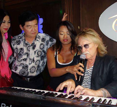 Ca sĩ Lệ Thu Nguyễn thương tiếc danh ca Christophe qua đời đột ngột - Ảnh 2.