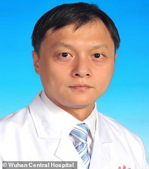Covid-19: Trở về từ cửa tử, làn da của 2 bác sĩ Trung Quốc chuyển màu đen kịt - Ảnh 1.