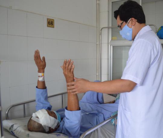4 giờ căng thẳng giành lấy sự sống cho bệnh nhân tưởng chừng như tử vong - Ảnh 3.
