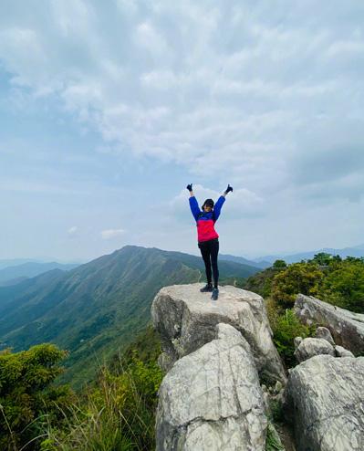 Châu Nhuận Phát leo núi cùng Lưu Gia Linh - Ảnh 4.