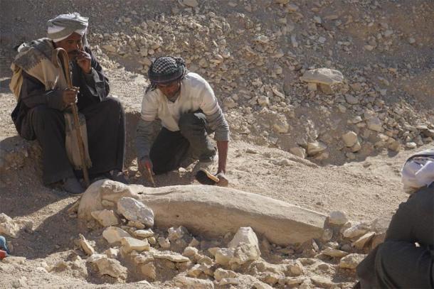 Bí ẩn thiếu nữ mặc áo cưới 3.500 tuổi bất ngờ xuất hiện trong sân - Ảnh 1.