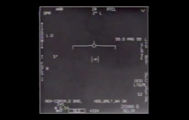 Lầu Năm Góc chính thức công bố video về UFO - Ảnh 1.