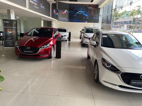Nhiều mẫu xe mới xếp hàng chờ khách - Ảnh 1.