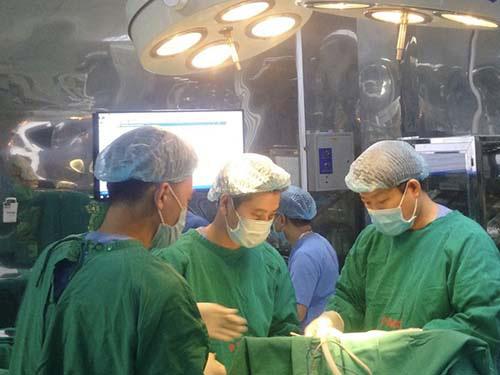 Dẫn lưu máu tụ cứu sống bệnh nhân xuất huyết não - Ảnh 1.
