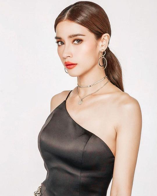 Nữ diễn viên Thái Lan tố Huyền Baby sử dụng trái phép hình ảnh của mình để quảng cáo - Ảnh 1.