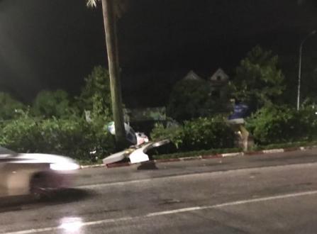 Hàng loạt cột đèn trang trí mới làm tại TP Vinh đổ gãy sau trận mưa - Ảnh 6.