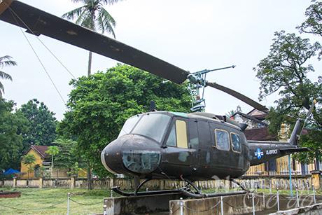 Đưa xe tăng, máy bay... ở bảo tàng ra khỏi kinh thành Huế bằng cách nào? - Ảnh 2.