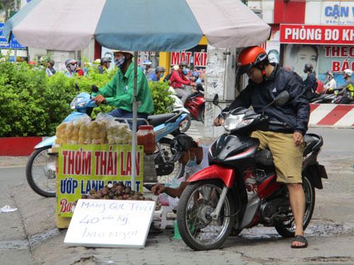 Việt Nam rộ mùa, trái cây Thái Lan vẫn đổ bộ - Ảnh 1.