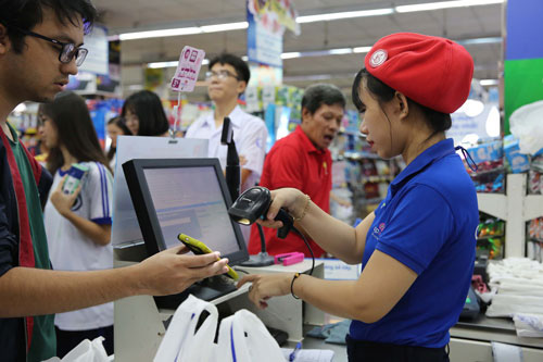 Ngân hàng, ví điện tử đua nhau tặng tiền cho người sử dụng - Ảnh 1.