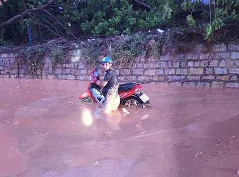 Bình Thuận: Bùn đỏ tràn ngập đường, nhà dân - Ảnh 3.