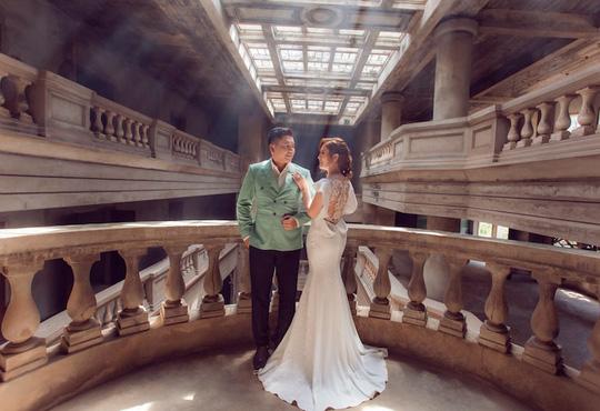Đức Thịnh - Thanh Thúy tình tứ kỷ niệm 12 năm ngày cưới: Tình yêu là điều duy nhất gắn kết chúng tôi - Ảnh 1.