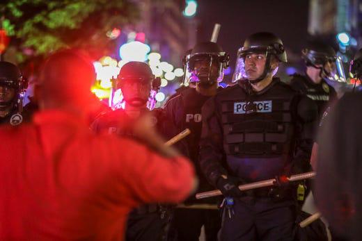 Mỹ: Minnesota tiếp tục đỏ lửa, biểu tình bùng phát ở Kentucky - Ảnh 2.