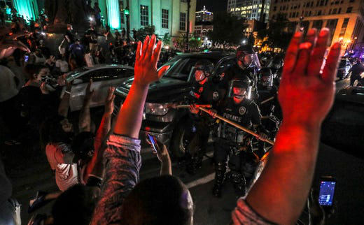 Mỹ: Minnesota tiếp tục đỏ lửa, biểu tình bùng phát ở Kentucky - Ảnh 1.