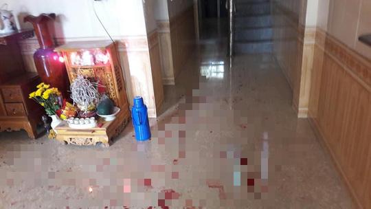 Đang nghỉ trưa, 2 vợ chồng bị một người quen vào nhà đâm thương vong - Ảnh 1.