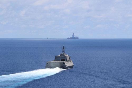 Biển Đông, biển Hoa Đông tiếp tục dậy sóng - Ảnh 1.
