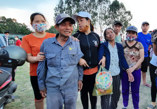Vụ lật thuyền ở Quảng Nam: Người nhà khóc cạn nước mắt - Ảnh 5.