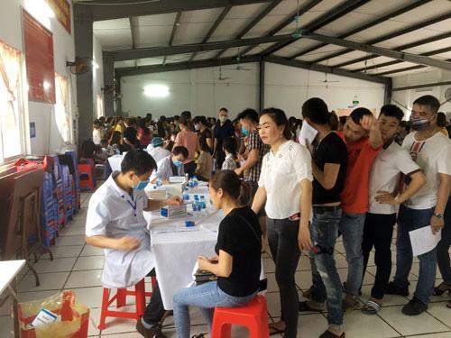 Hà Nội: 1.500 công nhân được khám sức khỏe định kỳ - Ảnh 1.