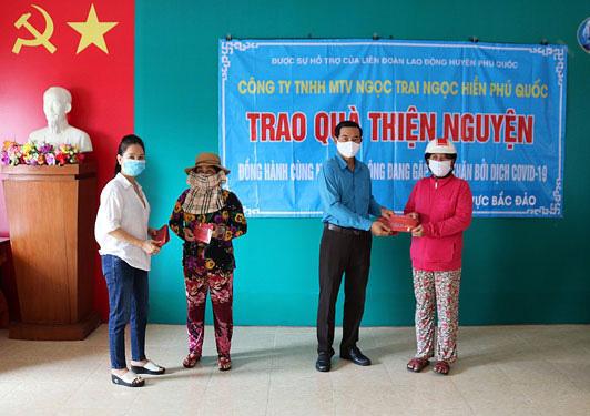 Kiên Giang: Hơn 35.000 lao động nghèo được tặng gạo - Ảnh 1.