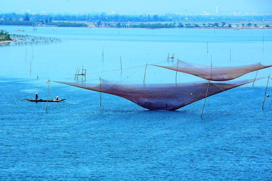 Hồ nước Bàu Sen trong xanh, tĩnh lặng