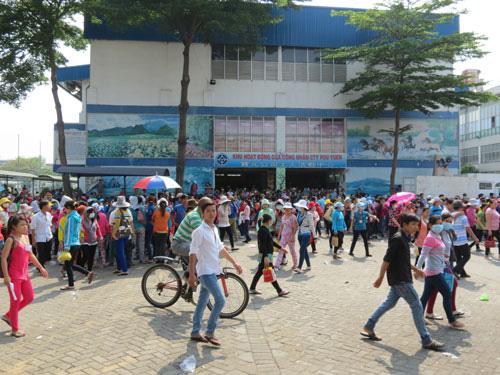 CÔNG TY TNHH POU YUEN VIỆT NAM: Bảo đảm quyền lợi cho công nhân mất việc - Ảnh 1.