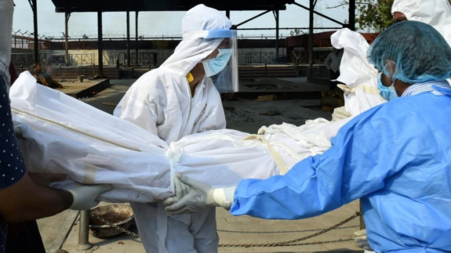Ấn Độ: Bệnh viện rút máy thở khiến bệnh nhân Covid-19 tử vong - Ảnh 1.