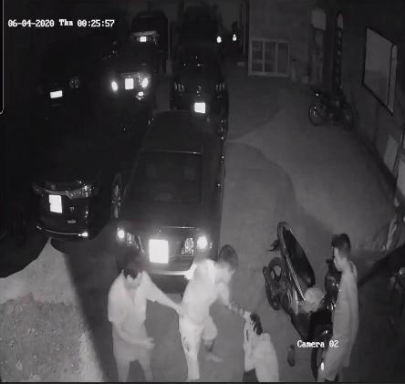 CLIP: Chủ quán mì cay ở Cần Thơ bị 2 thanh niên đánh đập gây thương tích - Ảnh 4.