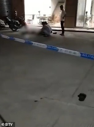 Trung Quốc: Xông vào siêu thị đâm chém làm 10 người thương vong - Ảnh 4.