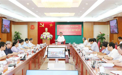 Đề nghị Bộ Chính trị kỷ luật Bí thư Tỉnh ủy Quảng Ngãi - Ảnh 1.
