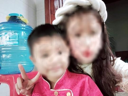 Bé trai 5 tuổi tử vong trong tư thế trói 2 tay ở nhà hoang: Tạm giữ 1 nghi phạm - Ảnh 1.