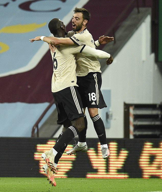 Trọng tài tặng phạt đền, Man United lập kỷ lục Ngoại hạng Anh - Ảnh 4.