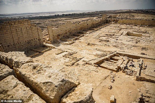 Bí ẩn xác ướp đôi nam nữ phủ vàng, bên nhau 2.000 năm trong đền cổ - Ảnh 2.