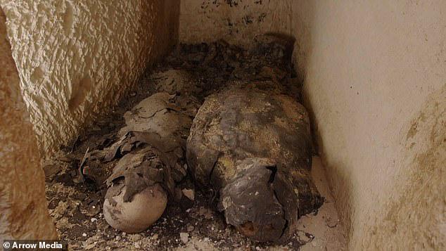 Bí ẩn xác ướp đôi nam nữ phủ vàng, bên nhau 2.000 năm trong đền cổ - Ảnh 4.