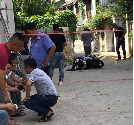 Chân dung nghi phạm chặn xe máy đâm người phụ nữ tử vong tại chỗ - Ảnh 4.